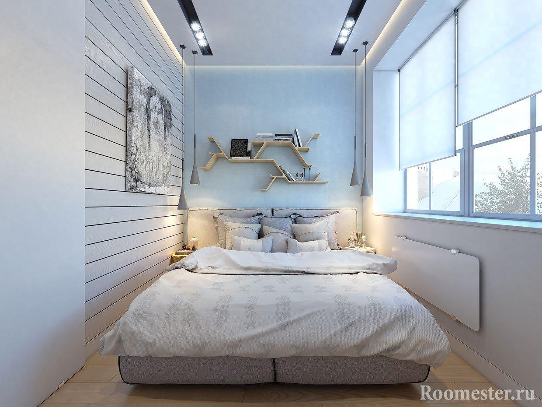 Интерьер 10 метровой спальни с окнами во всю длинную стены