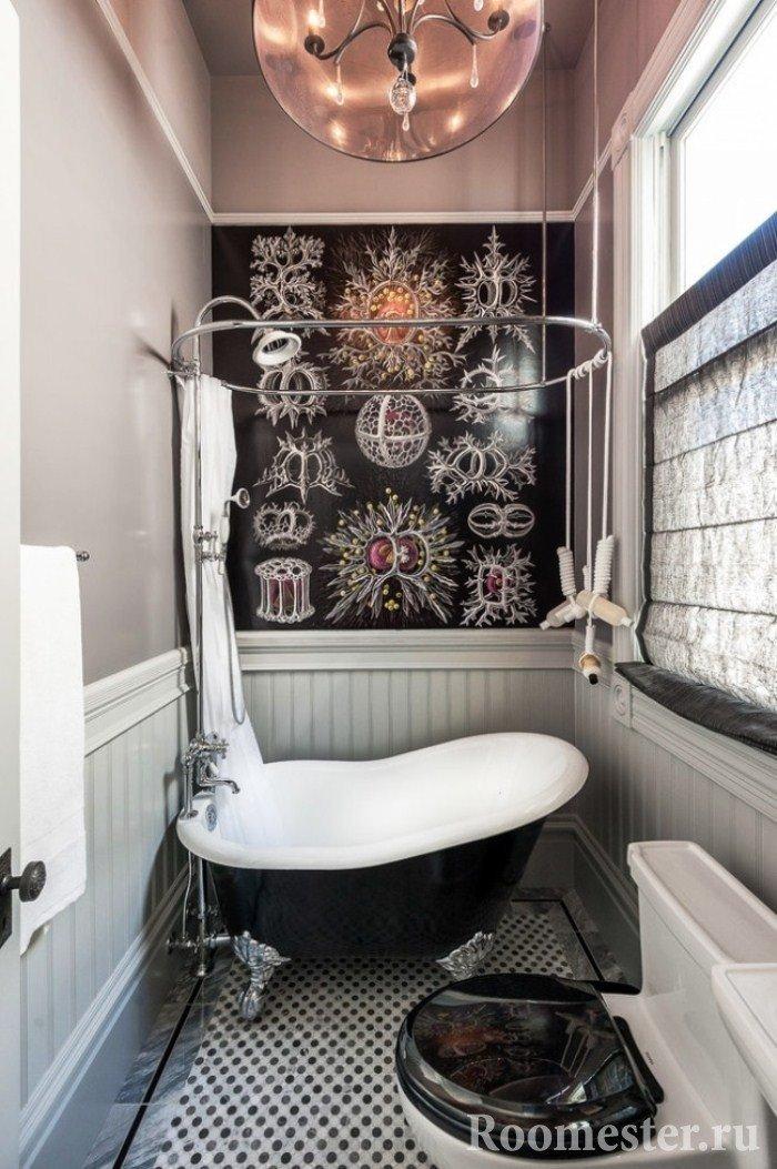 Миниатюрная ванна в маленьком санузле