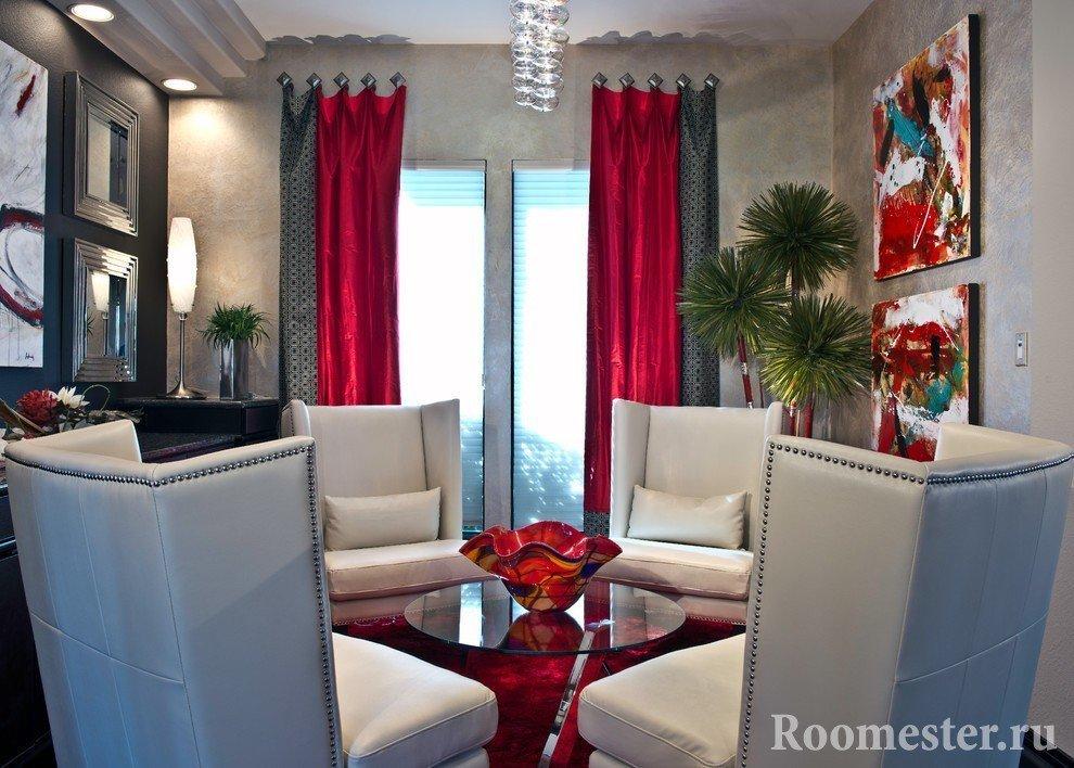 Черно-красные шторы в гостиной