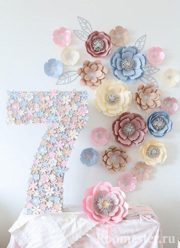 Украшение цифры цветами из бумаги
