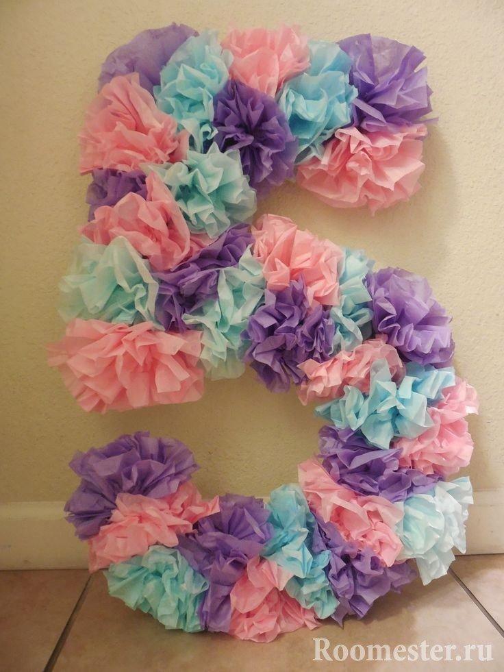 Цифра 5 из бумажных цветов