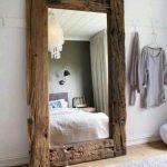 Состаренные доски в раме для зеркала