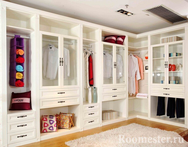 Просторная комната для одежды