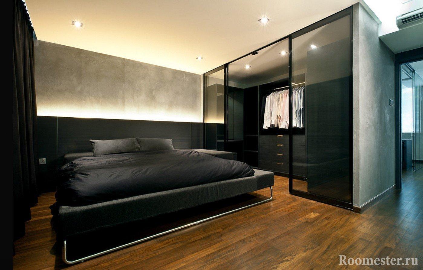 Гардеробная комната со стеклянными стенами