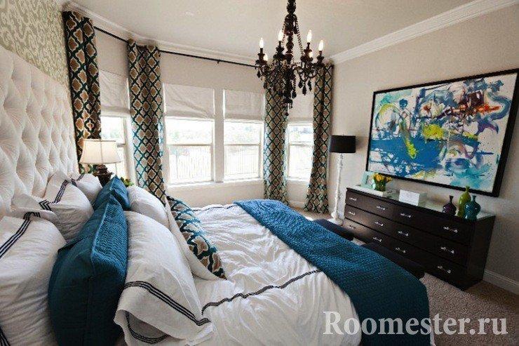 Спальня с полукруглой стеной
