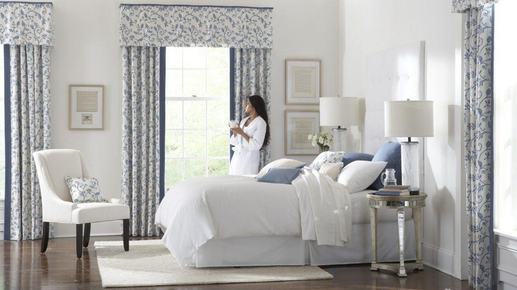 Нежные шторы спальне