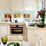 Украшение интерьера кухни цветами