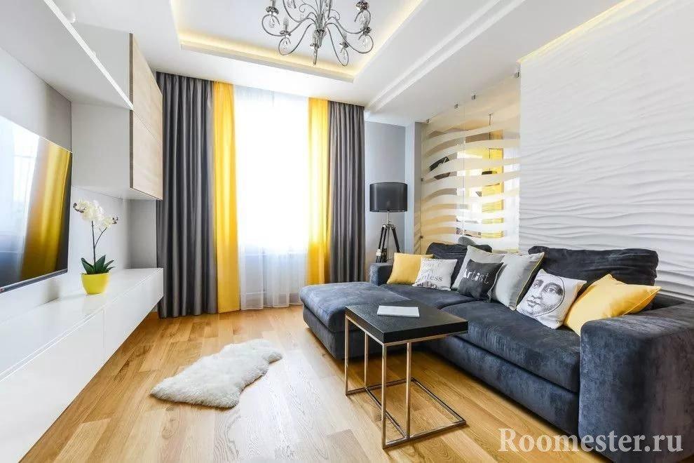 Черно-желтые шторы и диван в белой комнате