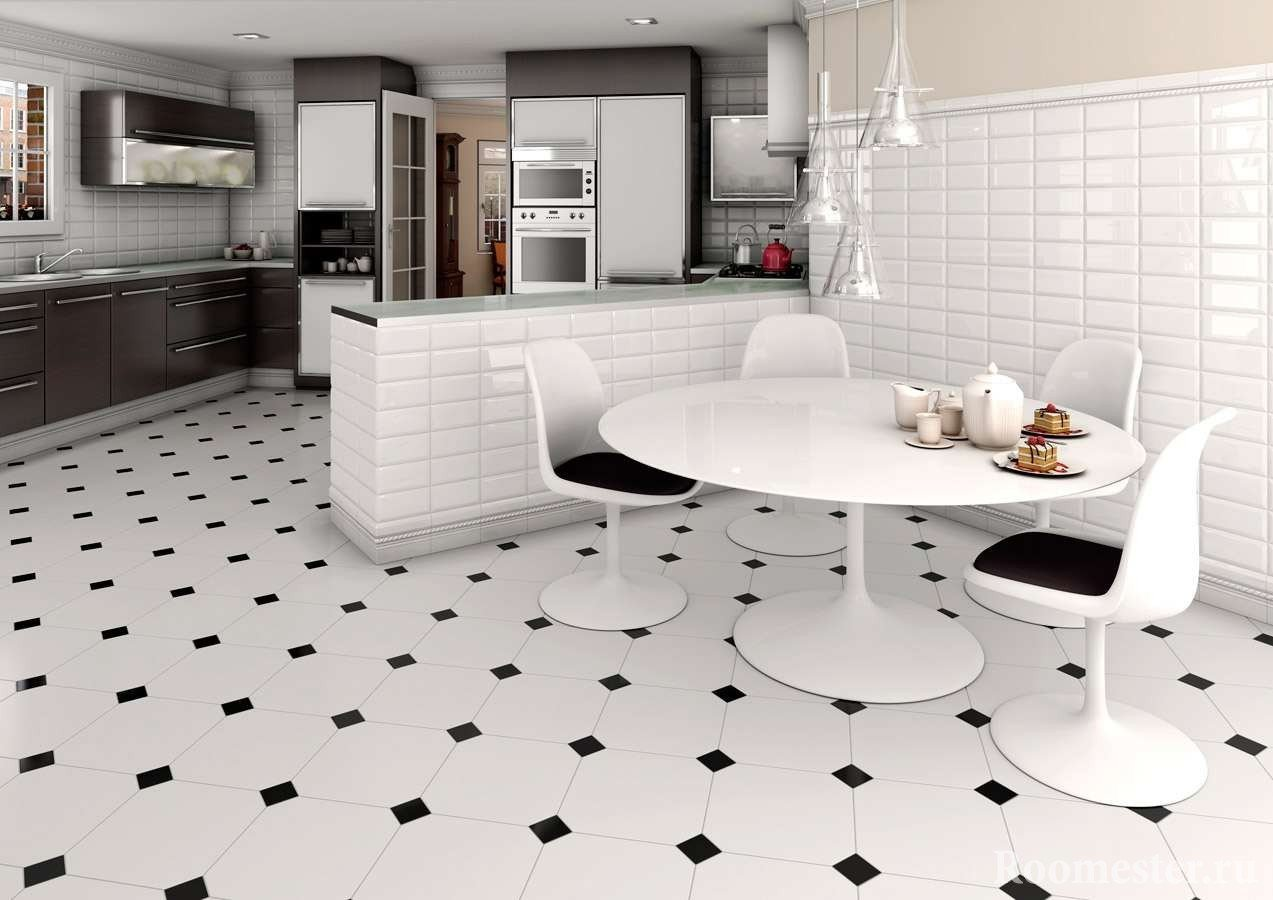 Бело-черная плитка на полу кухни