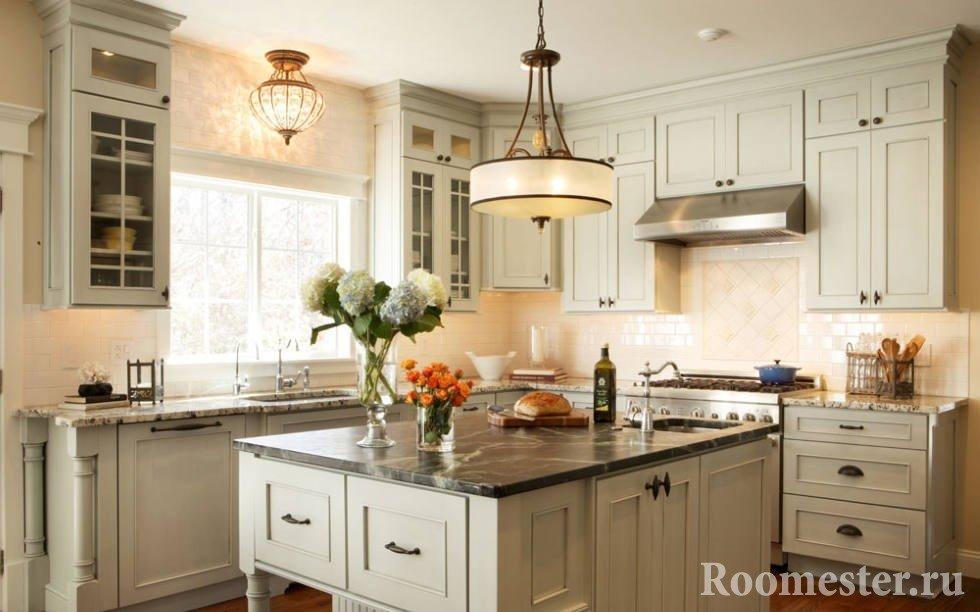 Люстры разной формы на кухне