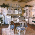 Картины на стенах кухни