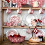 Шкаф с розовой посудой