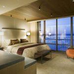 Дизайн потолка в спальне - виды отделки 70 фото