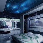 Звездное небо в спальне на потолке