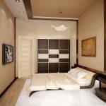Бело-коричневый шкаф возле кровати