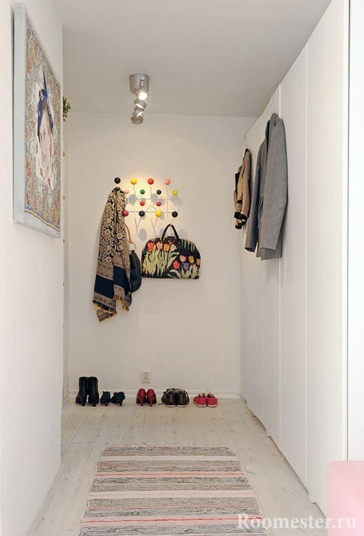 Длинный шкаф с распашными дверями