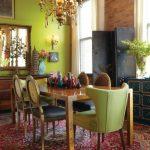 Столовая со старинной мебелью