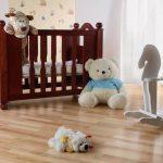 Игрушки у детской кроватки