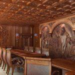 Резные картины на стенах кабинета