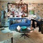 Необычная картина над диваном