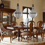 Оригинальные люстры над столом