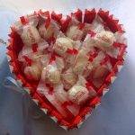 Киндер-сюрприз и рафаэлки в форме сердца
