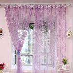 Фиолетовая занавеска на окне