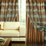 Оригинальные шторы и белый диван