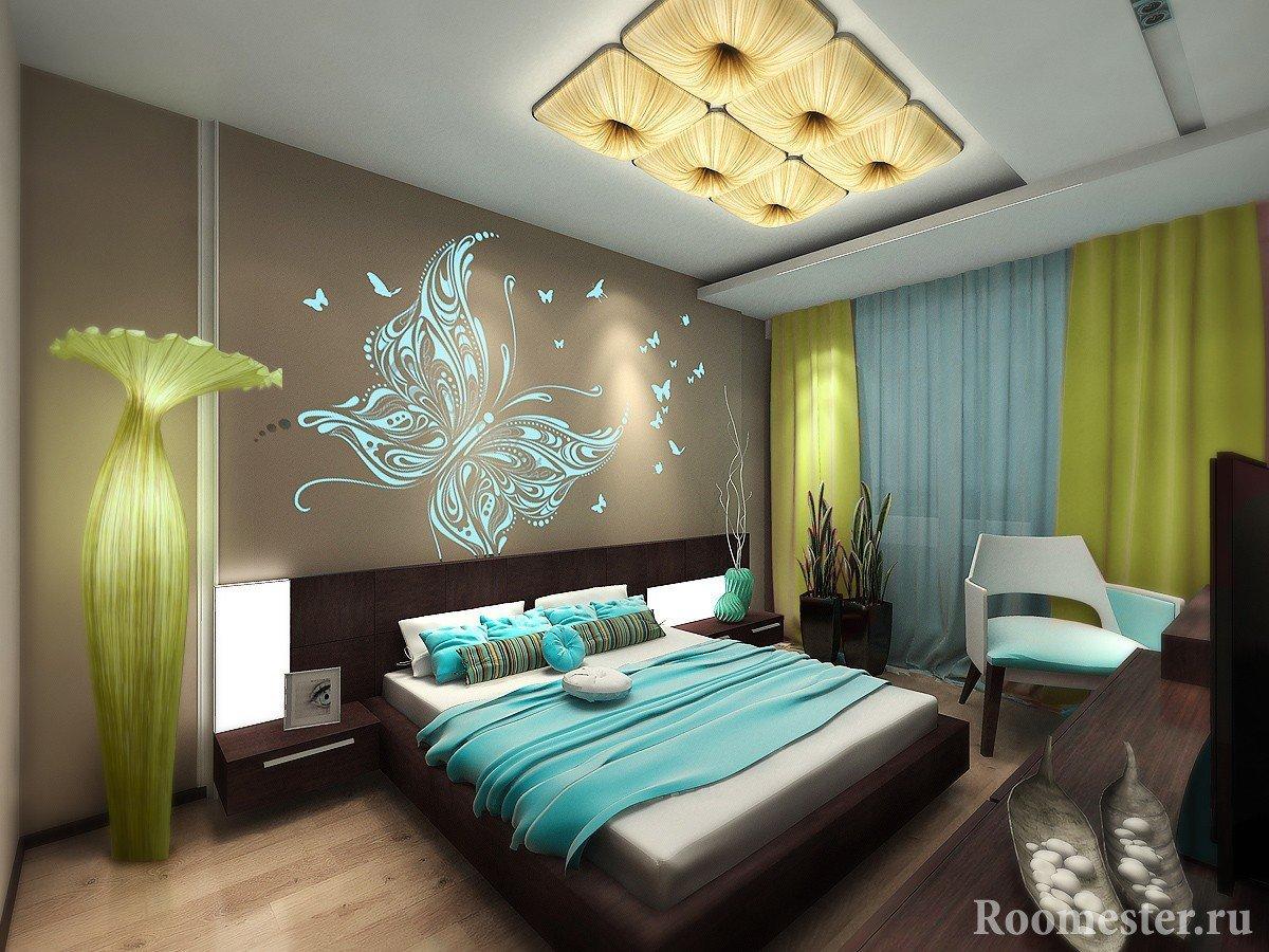 Декор в виде бабочек на стене