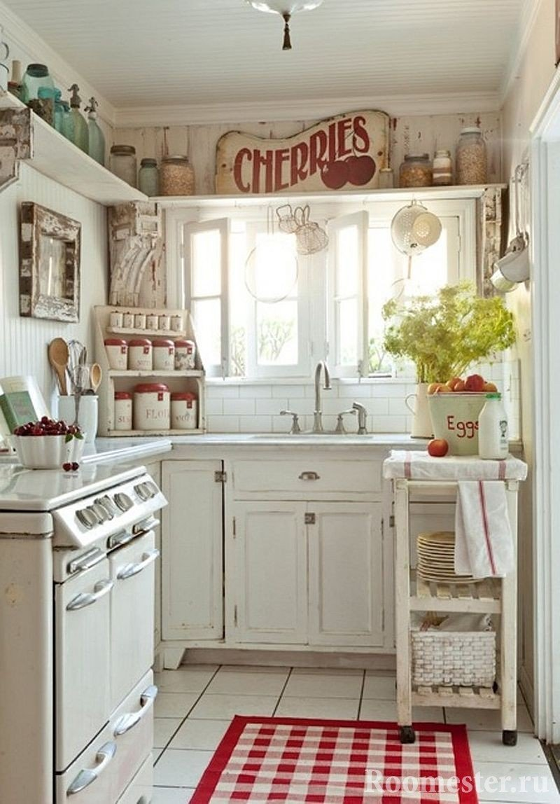 Состаренная мебель на кухне