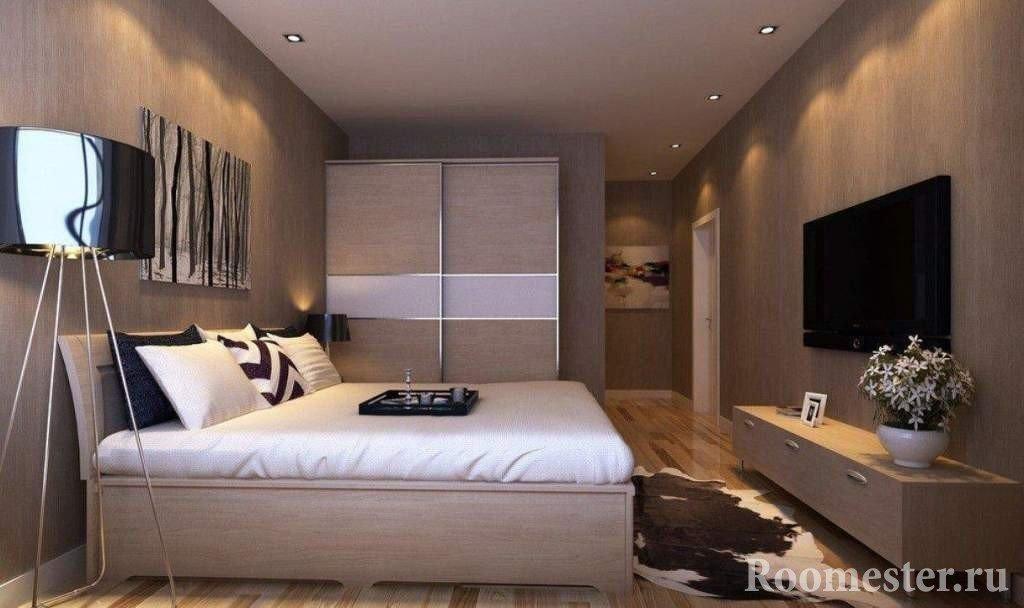 Шкура на полу спальни