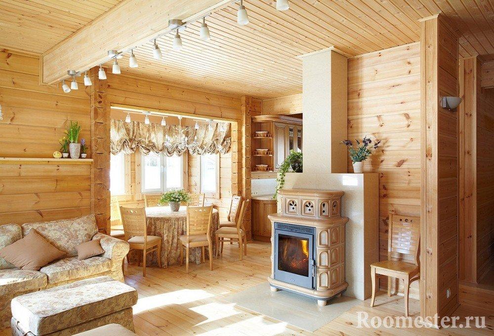 Печь на дровах в гостиной