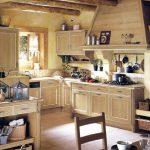 Балки на потолке кухни