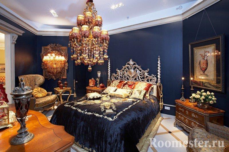 Шикарная люстра в спальне