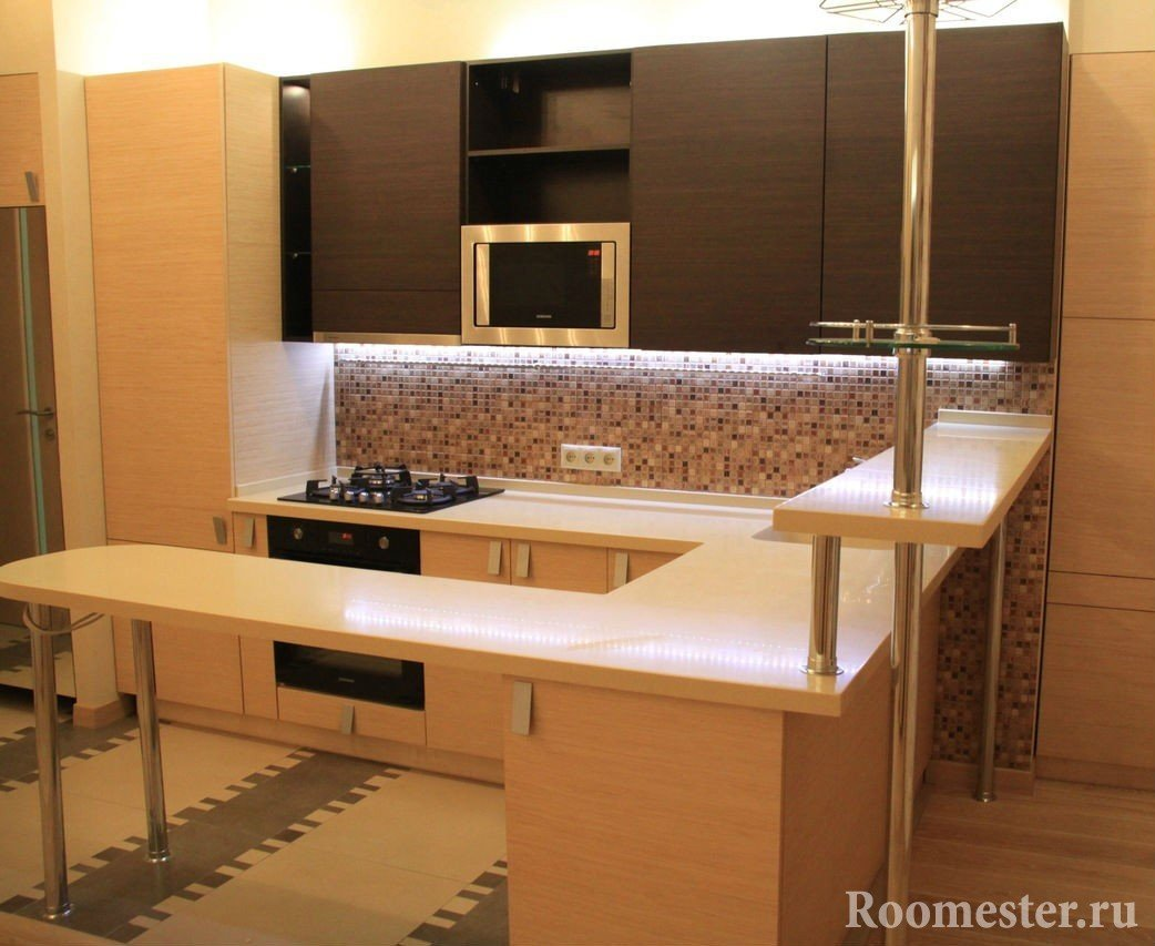 Коричнево-бежевая мебель на кухне