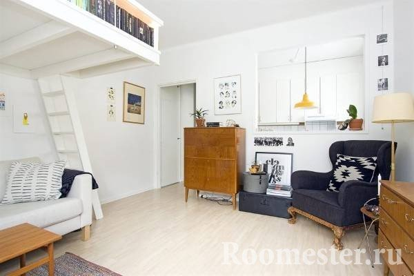 Деревянная мебель в комнате