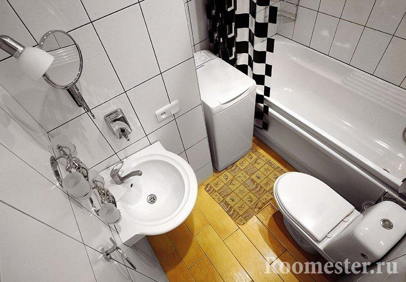 Штора в черно-белый квадрат в ванной
