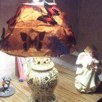Бабочки на лампе