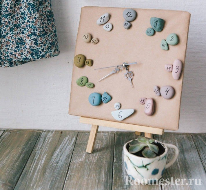 Часы из камней