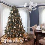 Сосульки и шары на елке