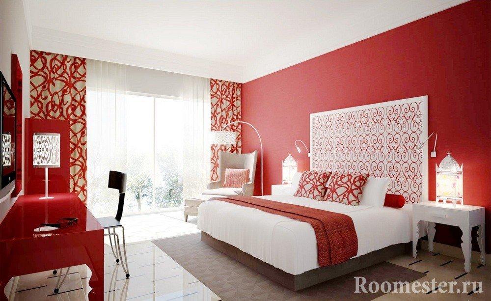 Белая мебель в спальне с красными стенами