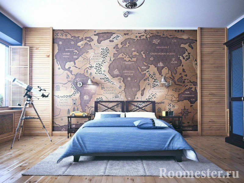 Карта на стене спальни