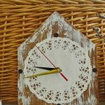 Часы из салфетки и доски