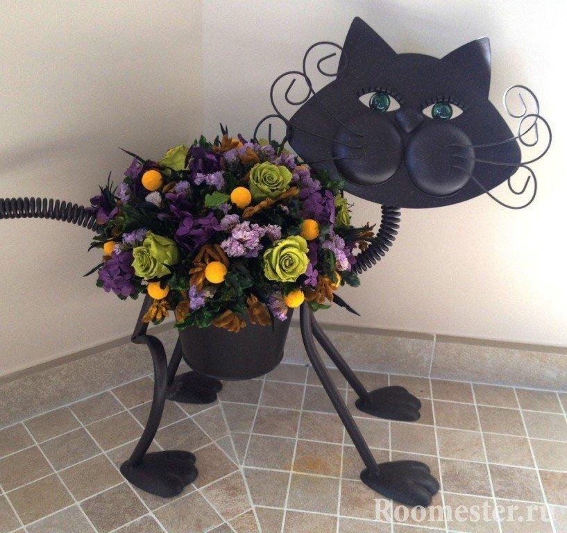 Кот для цветов
