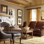 Столик, диван и кресло у камина