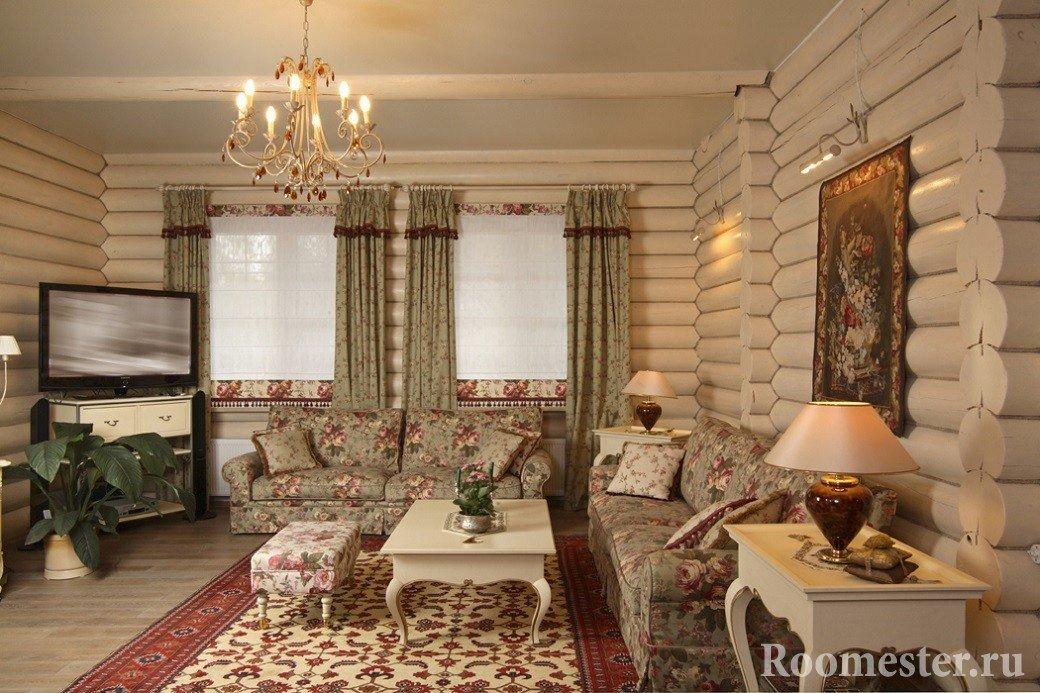 Лампы на столиках у дивана