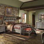 Спальня с мебелью одинакового дизайна