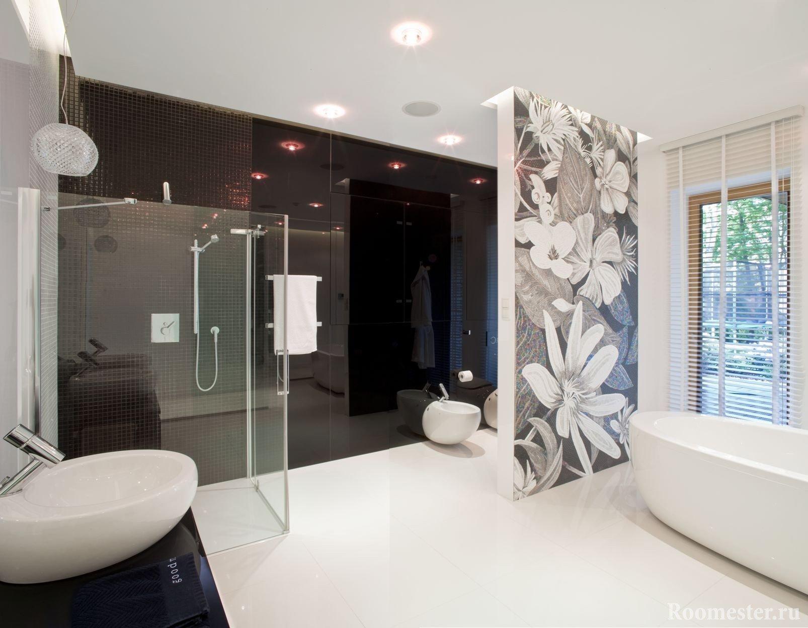 Узоры на стене в ванной