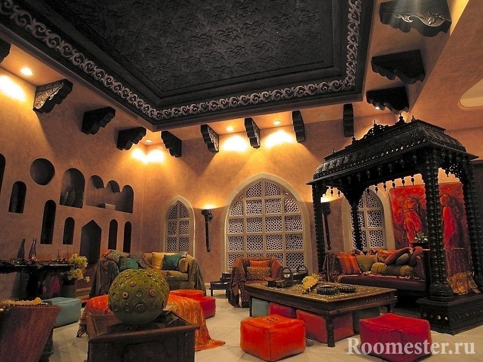 Необычный диван в гостиной