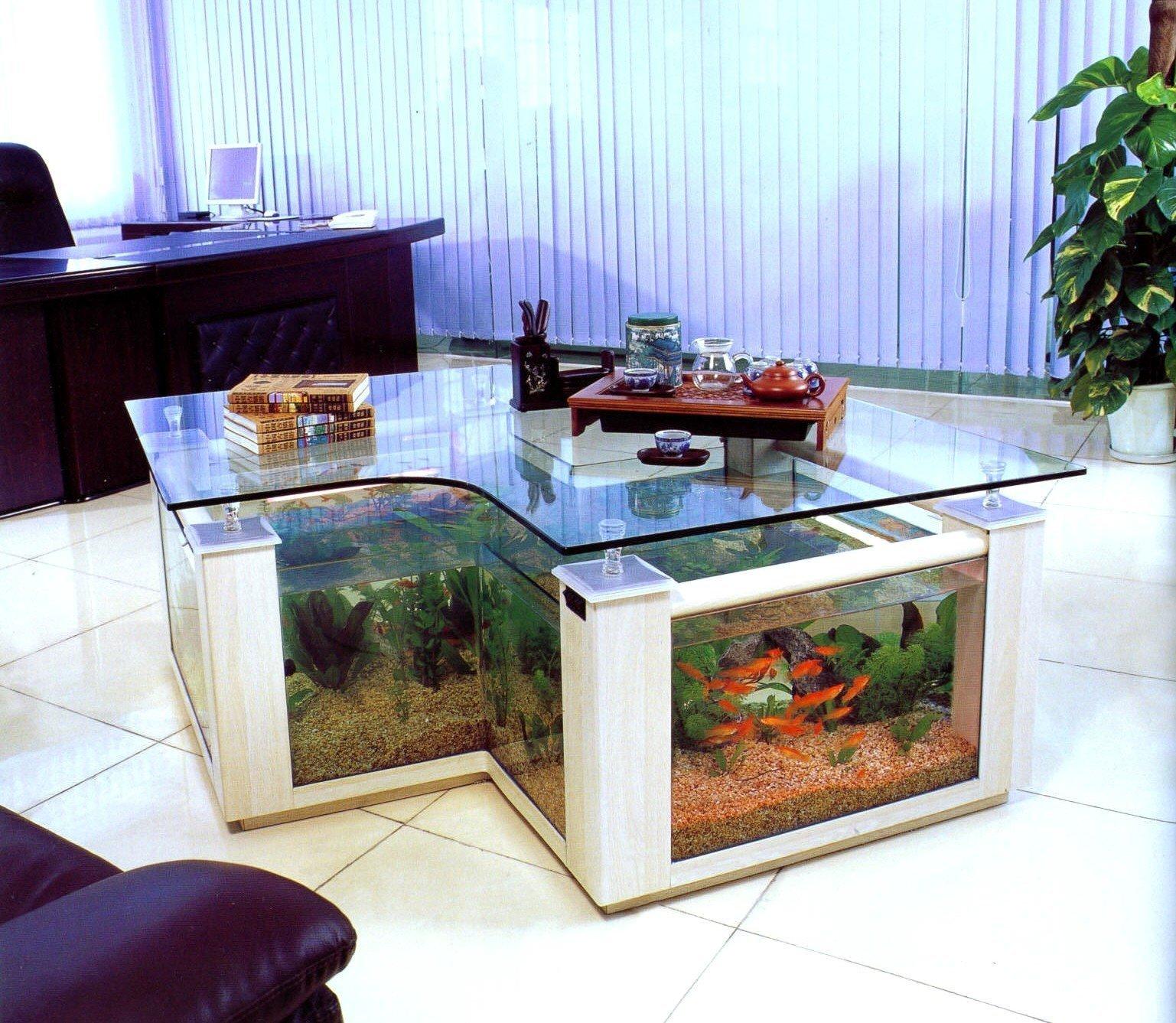 Столик-аквариум в кабинете